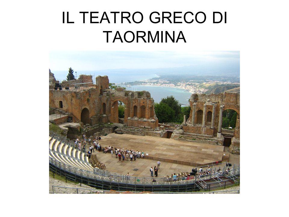Molto probabilmente il teatro venne costruito dai greci, che nel VII secolo A.C.