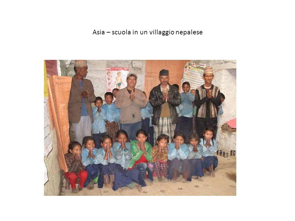 Asia – scuola in un villaggio nepalese