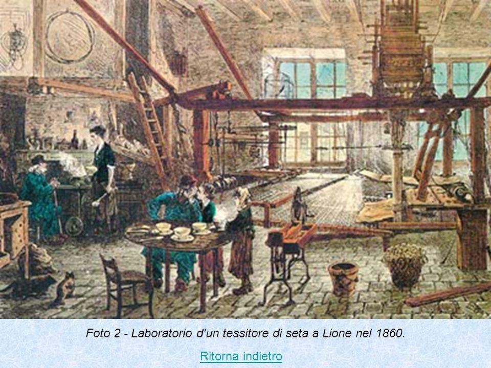 Foto 2 - Laboratorio d'un tessitore di seta a Lione nel 1860. Ritorna indietro