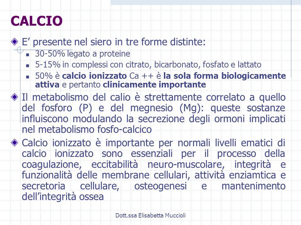 Dott.ssa Elisabetta Muccioli CALCIO E presente nel siero in tre forme distinte: 30-50% legato a proteine 5-15% in complessi con citrato, bicarbonato,