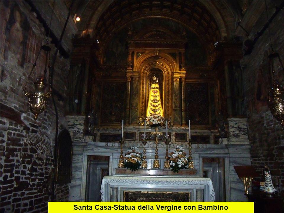 Santa Casa-Statua della Vergine con Bambino