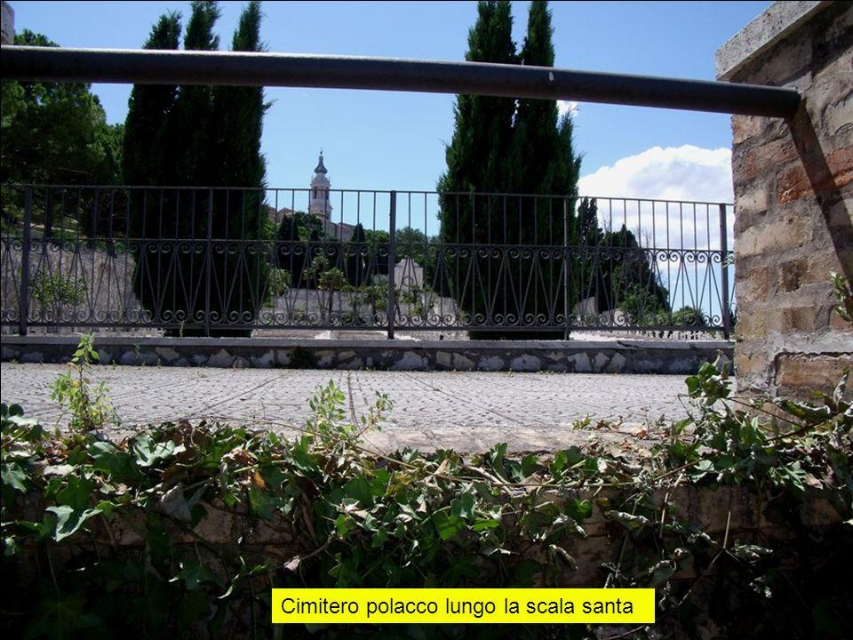 Cimitero polacco lungo la scala santa