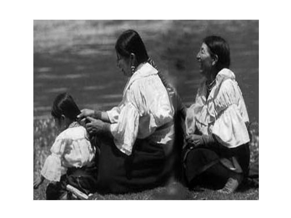 La trasmissione del valore famiglia nella dinamica intergenerazionale Matrice valoriale: sentimento dei genitori di due generazioni di avere radici e di sentirsi parte di una storia in cui vengono evidenziati specifici valori.