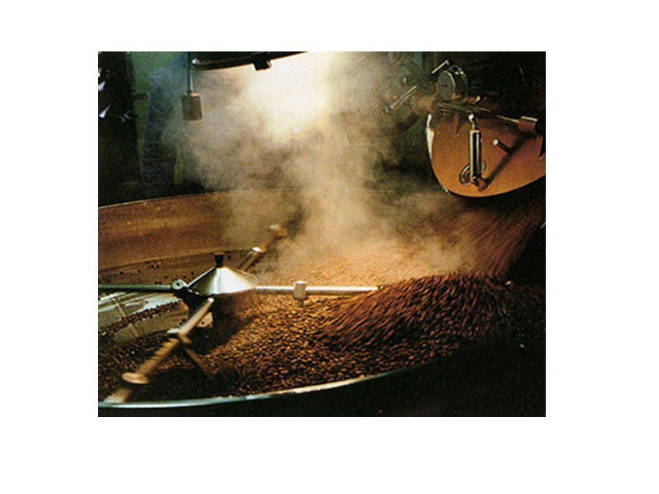 Dopo un rapido raffreddamento al ventilatore, le fave vengono sottoposte ad una macchina che provvede alla degerminazione, alla separazione delle bucce e alla frantumazione in granella.