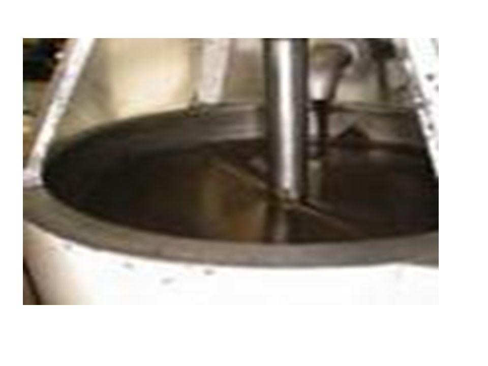 Temperaggio In una macchina detta temperatrice, da cui prende il nome la fase di lavorazione del temperaggio, il cioccolato passa dai 40° C del concaggio ai 28°C per poi rialzarsi a 31°C.
