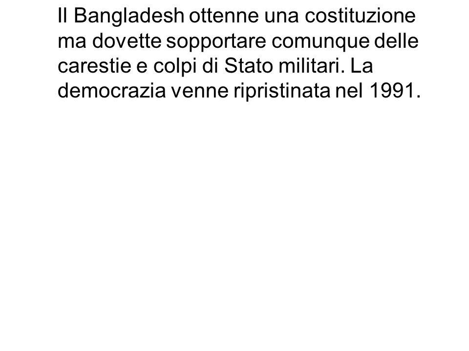 Il Bangladesh ottenne una costituzione ma dovette sopportare comunque delle carestie e colpi di Stato militari. La democrazia venne ripristinata nel 1