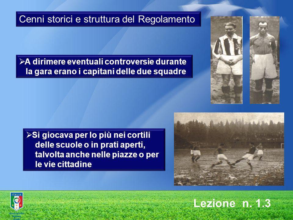 Lezione n. 1.3 A dirimere eventuali controversie durante la gara erano i capitani delle due squadre Si giocava per lo più nei cortili delle scuole o i