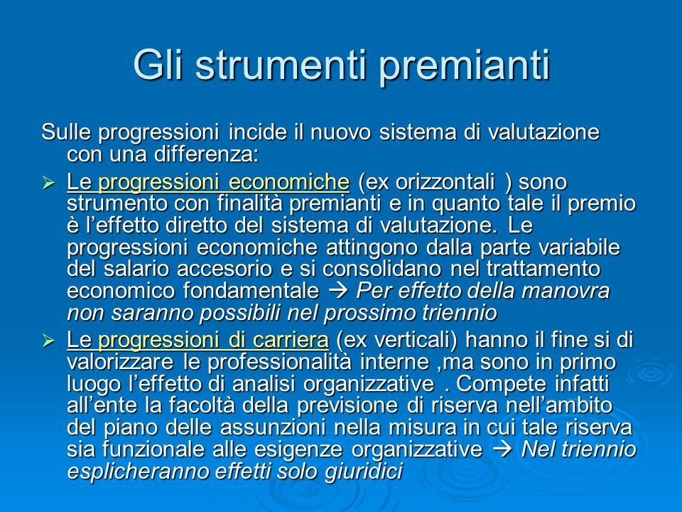 Gli strumenti premianti Sulle progressioni incide il nuovo sistema di valutazione con una differenza: Le progressioni economiche (ex orizzontali ) sono strumento con finalità premianti e in quanto tale il premio è leffetto diretto del sistema di valutazione.