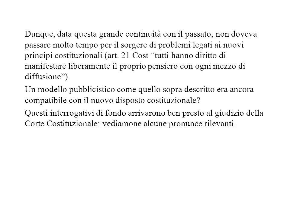 5 Il ruolo della Corte Cost.: dalla conferma di legittimità del monopolio pubblico, alla riforma del 1975 In Italia, lavvio delle trasmissioni televisive nel 1954 fa sorgere subito un dibattito incentrato sul monopolio radiotelevisivo.