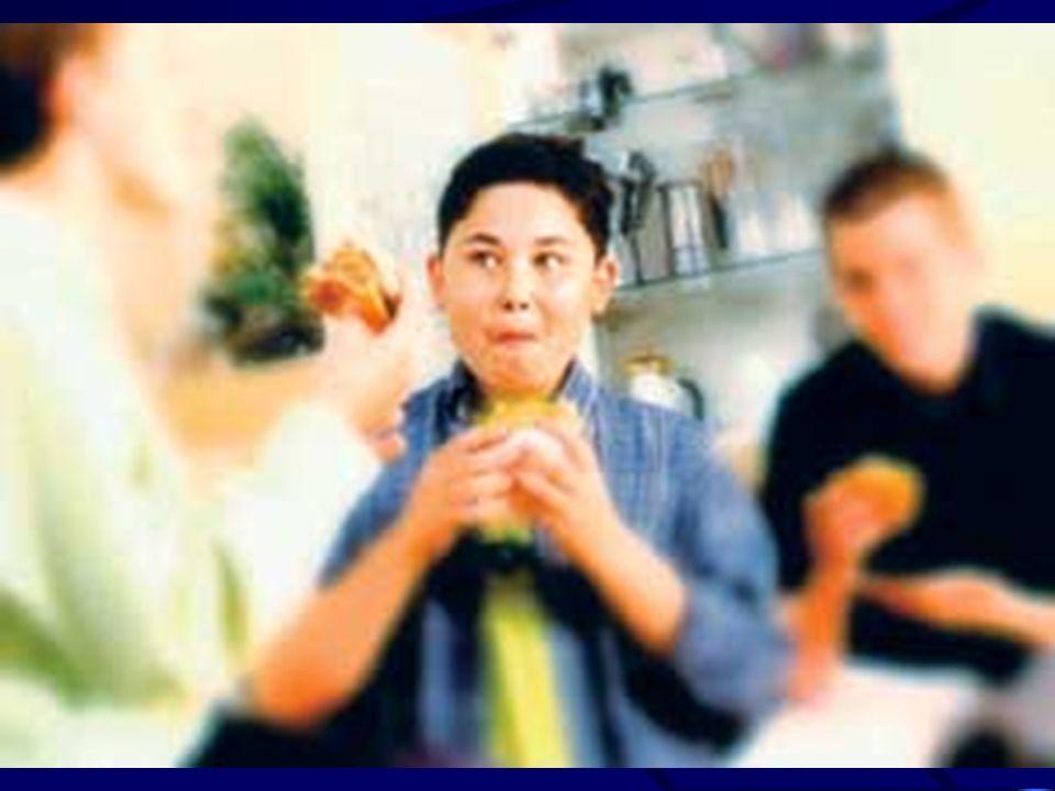 INDIVIDUAZIONE DEL BAMBINO A RISCHIO ALLERGICO - FISCHIATORI – HAPPY WHEEZER Il bambino fischia durante i comuni raffreddori Il bambino continua a fischiare quando sta bene E un po grassottello Il fischio comincia a 4-5 anni Durante le infezioni respiratorie non sono happy Non hanno tendenza a sviluppare allergie