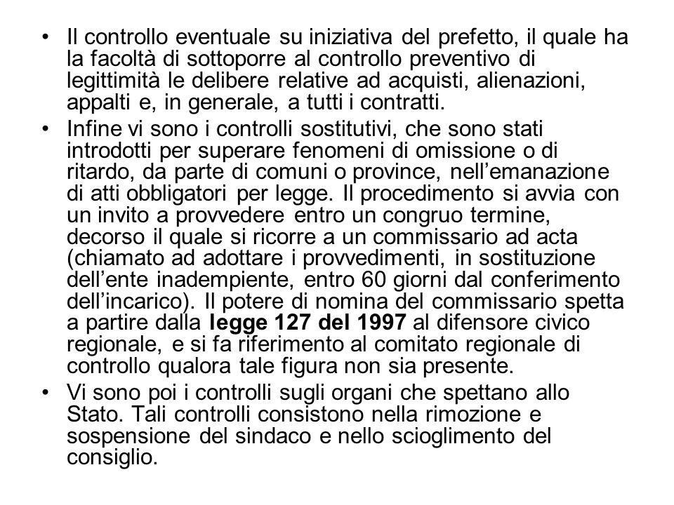Il controllo eventuale su iniziativa del prefetto, il quale ha la facoltà di sottoporre al controllo preventivo di legittimità le delibere relative ad acquisti, alienazioni, appalti e, in generale, a tutti i contratti.