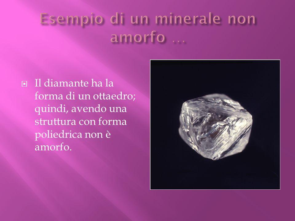 Il diamante ha la forma di un ottaedro; quindi, avendo una struttura con forma poliedrica non è amorfo.