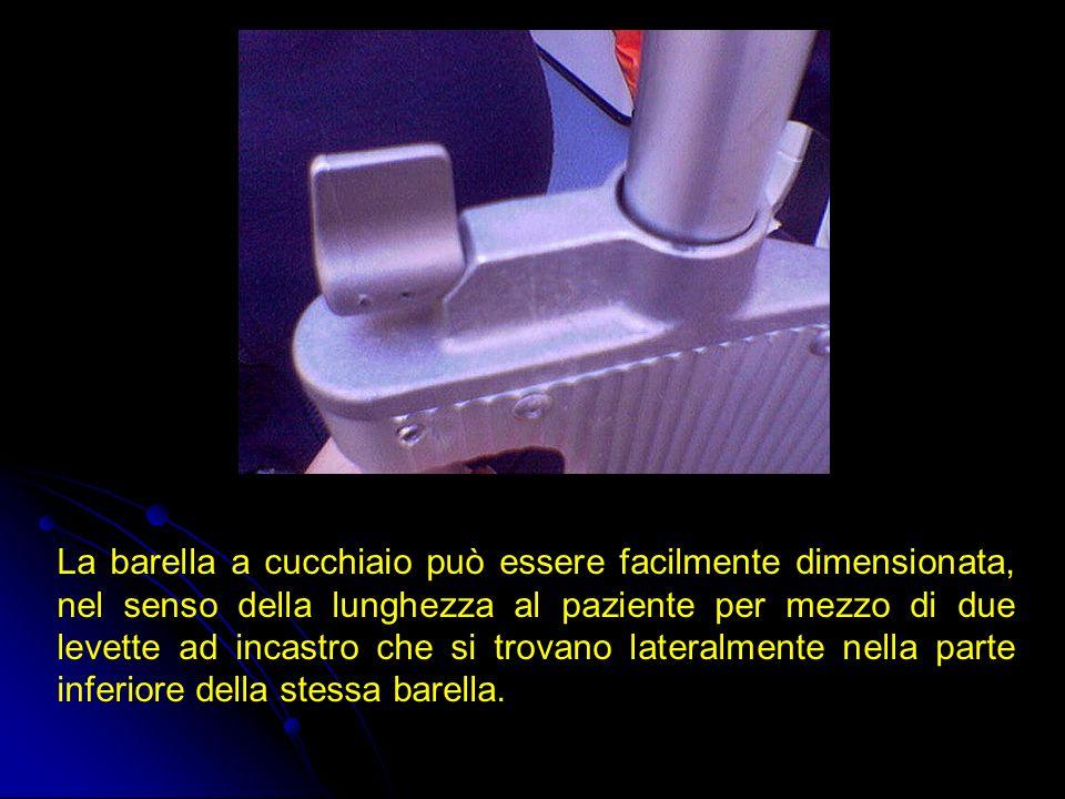 La barella a cucchiaio può essere facilmente dimensionata, nel senso della lunghezza al paziente per mezzo di due levette ad incastro che si trovano l
