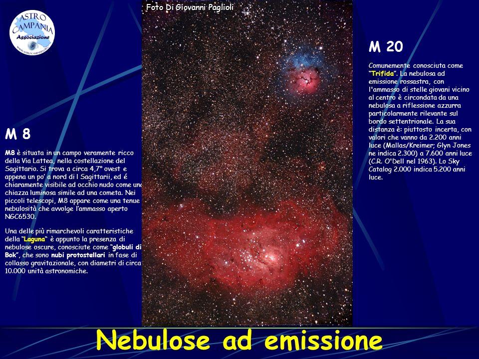 Nebulose ad emissione M 8 M8 è situata in un campo veramente ricco della Via Lattea, nella costellazione del Sagittario. Si trova a circa 4,7° ovest e