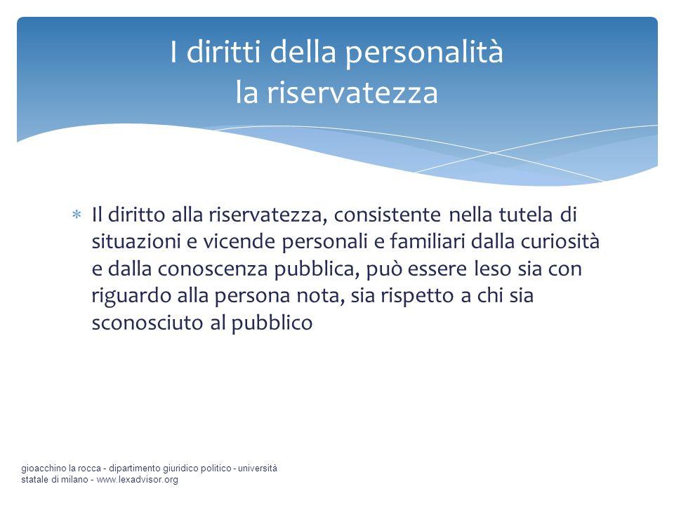 Il diritto alla riservatezza, consistente nella tutela di situazioni e vicende personali e familiari dalla curiosità e dalla conoscenza pubblica, può