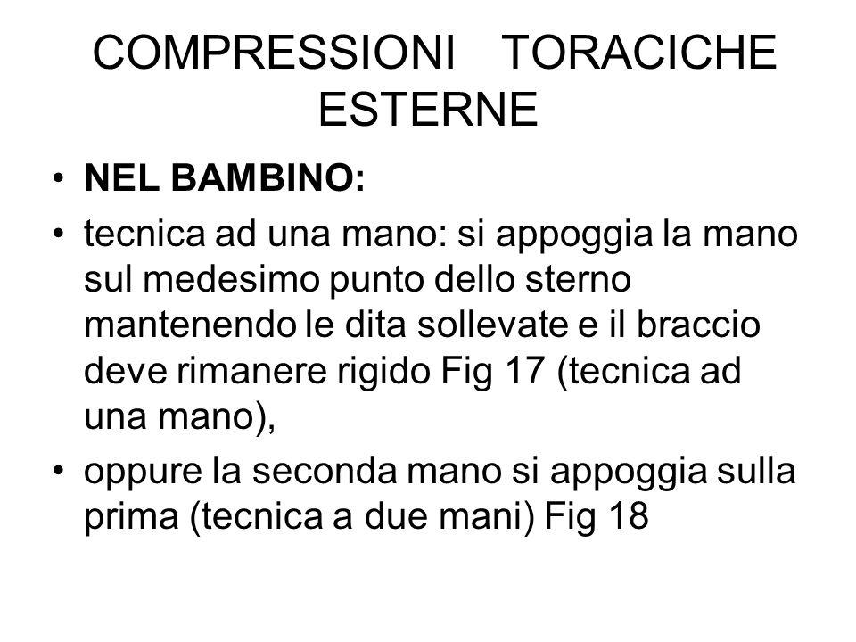COMPRESSIONI TORACICHE ESTERNE NEL BAMBINO: tecnica ad una mano: si appoggia la mano sul medesimo punto dello sterno mantenendo le dita sollevate e il
