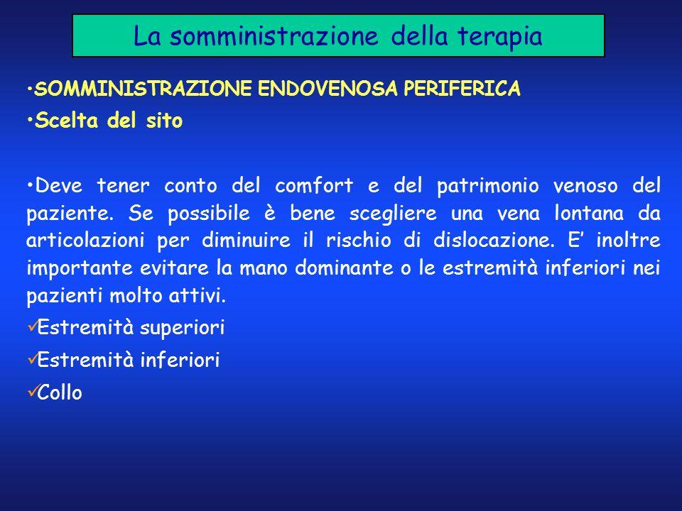La somministrazione della terapia SOMMINISTRAZIONE ENDOVENOSA PERIFERICA Scelta del sito Deve tener conto del comfort e del patrimonio venoso del pazi