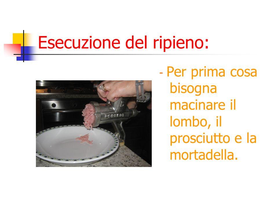 Esecuzione del ripieno: - Per prima cosa bisogna macinare il lombo, il prosciutto e la mortadella.