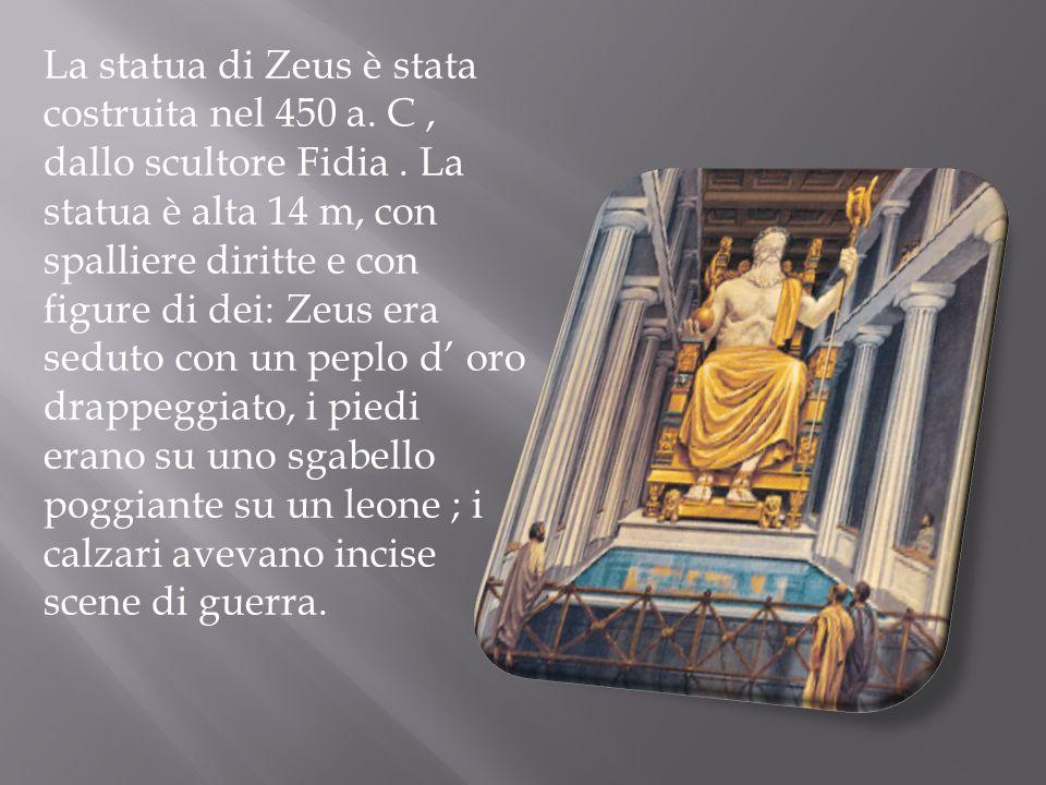 La statua di Zeus è stata costruita nel 450 a. C, dallo scultore Fidia. La statua è alta 14 m, con spalliere diritte e con figure di dei: Zeus era sed