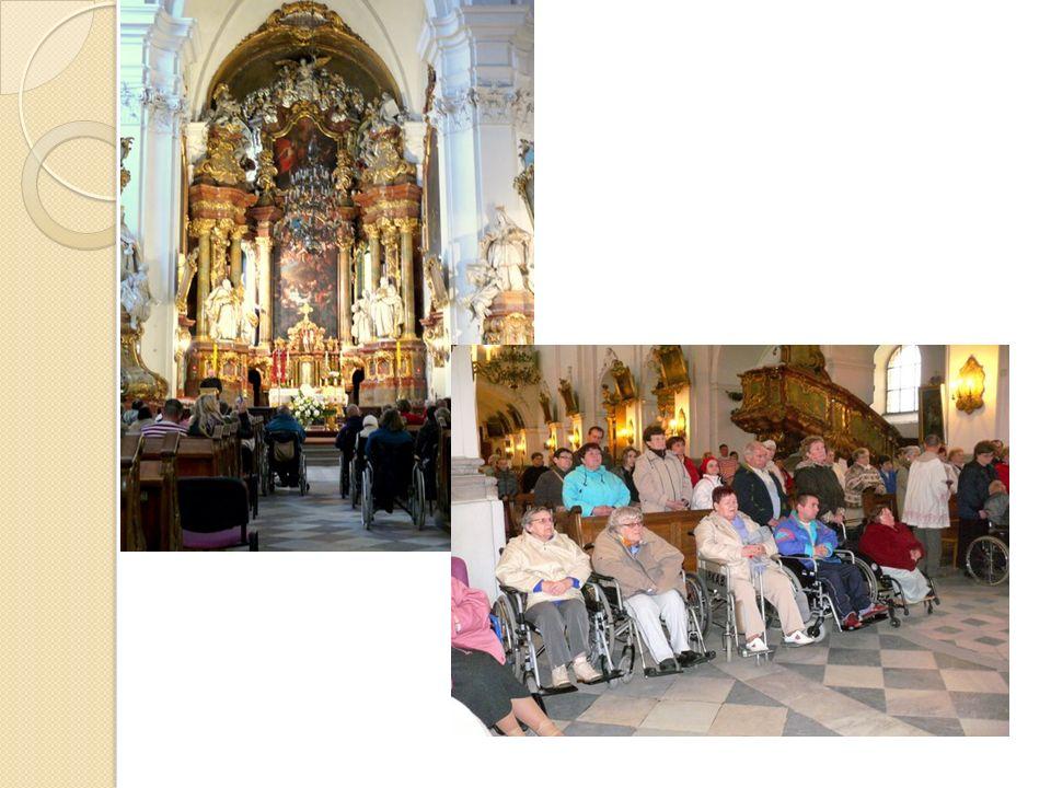 Due volte allanno (primavera ed autuno) i malati e volontari partecipano agli esercizi spirituali a Głogów con la possibilita di fisioterapia.