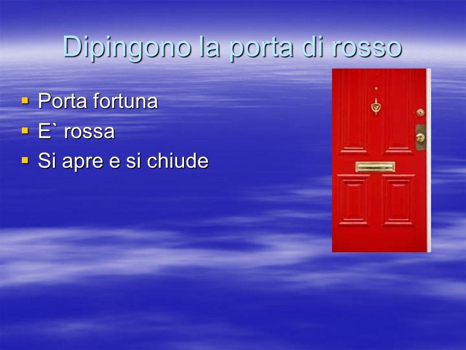 Dipingono la porta di rosso Porta fortuna Porta fortuna E` rossa E` rossa Si apre e si chiude Si apre e si chiude