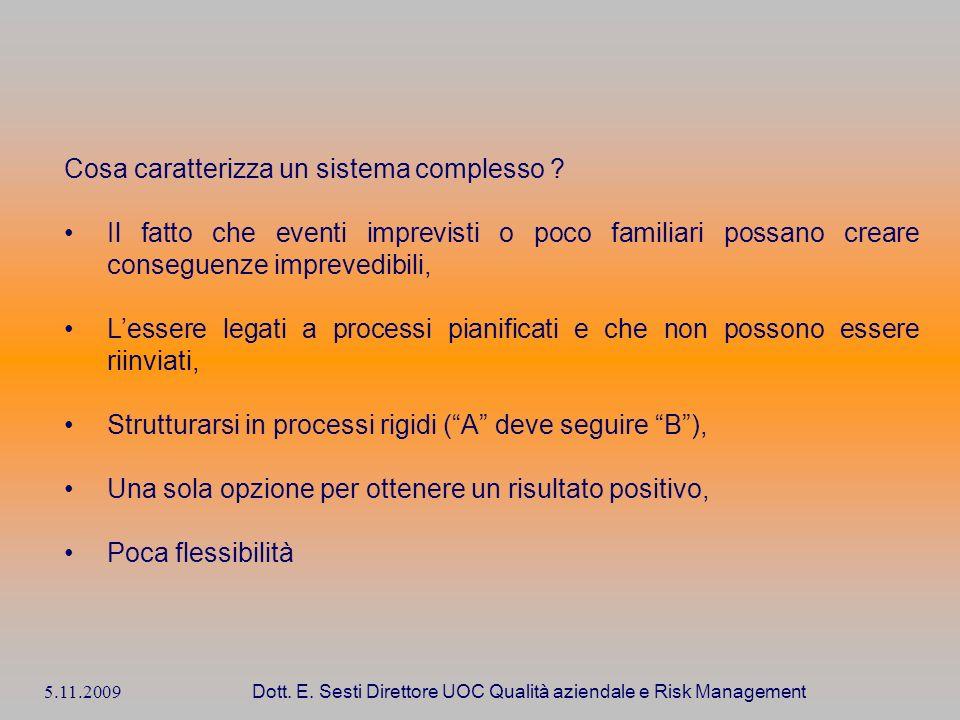5.11.2009 Dott. E. Sesti Direttore UOC Qualità aziendale e Risk Management Cosa caratterizza un sistema complesso ? Il fatto che eventi imprevisti o p