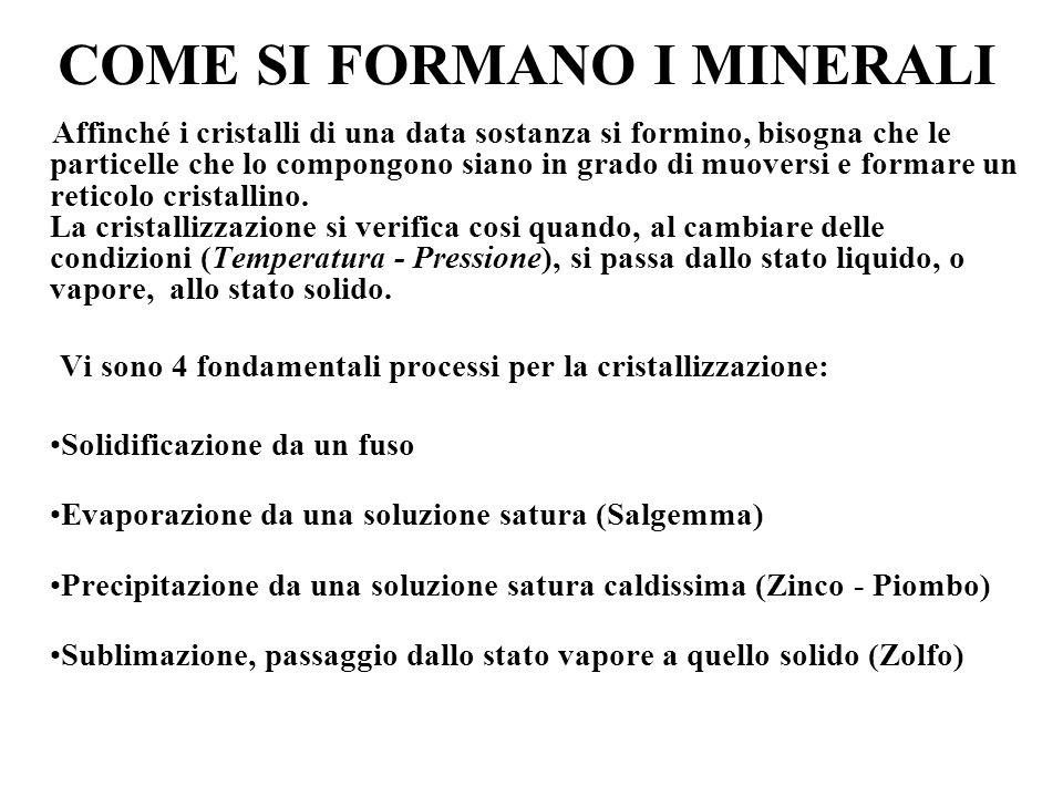 Proprietà dei minerali Le proprietà si dividono in scalari (definite da un numero) e vettoriali (definite da un numero e dalla direzione nella quale s