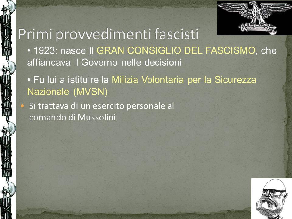 Si trattava di un esercito personale al comando di Mussolini 1923: nasce Il GRAN CONSIGLIO DEL FASCISMO, che affiancava il Governo nelle decisioni Fu