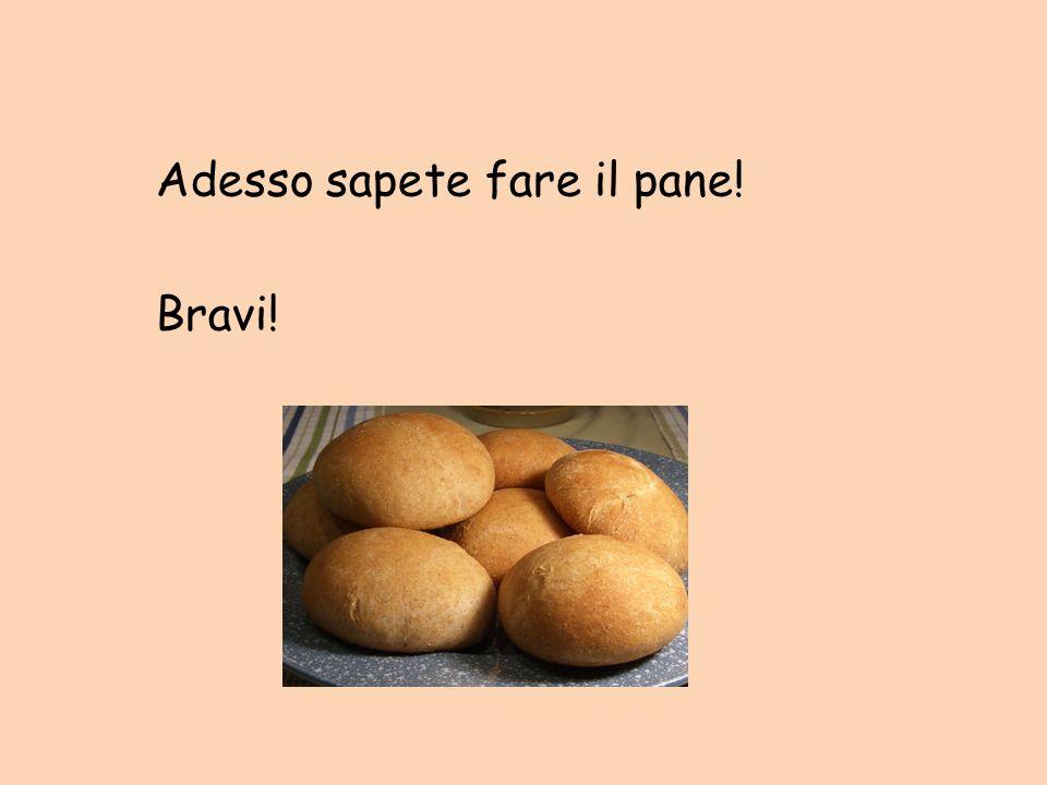 11. Cuoci il pane per 15 minuti. Chiedi ad un adulto di controllare se sono pronti, chiedi di levarli dal forno. 12. Metti i panini a raffreddare