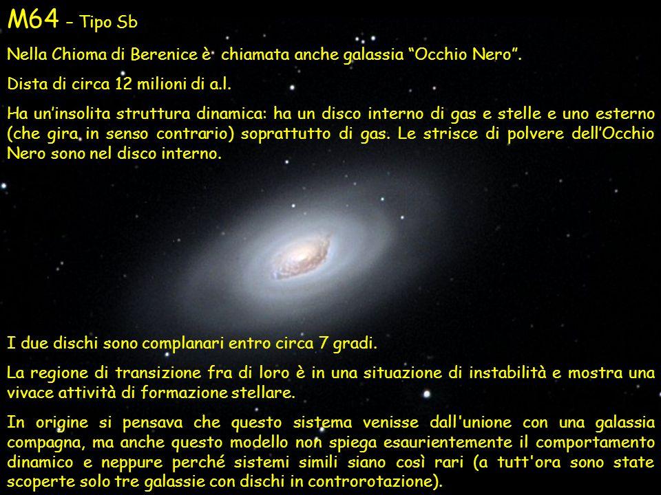 M64 – Tipo Sb Nella Chioma di Berenice è chiamata anche galassia Occhio Nero. Dista di circa 12 milioni di a.l. Ha uninsolita struttura dinamica: ha u