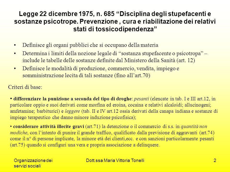 Organizzazione dei servizi sociali Dott.ssa Maria Vittoria Tonelli3 Segue criteri Considerare illeciti meno gravi (piccolo spaccio) gli scambi di modica quantità; Rendere non punibile la pura detenzione per uso personale, della modica quantità (art.80); Costringere colui che fa uso continuativo di s.s.