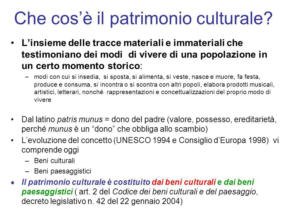 Che cosè il patrimonio culturale? Linsieme delle tracce materiali e immateriali che testimoniano dei modi di vivere di una popolazione in un certo mom