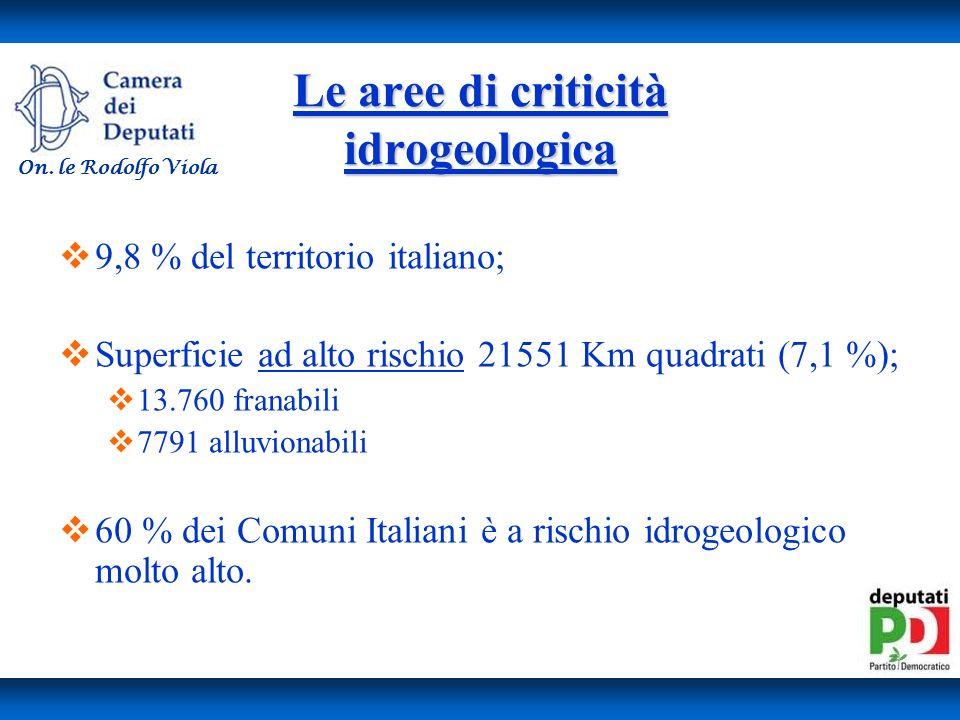 Le aree di criticità idrogeologica 9,8 % del territorio italiano; Superficie ad alto rischio 21551 Km quadrati (7,1 %); 13.760 franabili 7791 alluvionabili 60 % dei Comuni Italiani è a rischio idrogeologico molto alto.