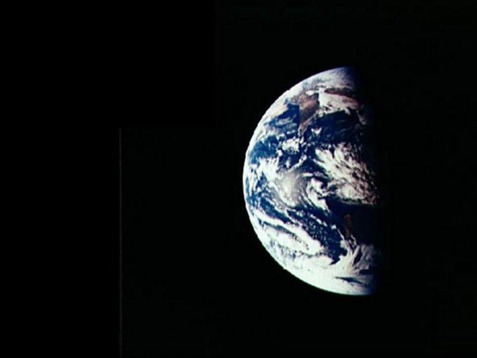 Domingo Notaro, Occhio Luce Pluriverso 1980 Le opere di Notaro mi fanno pensare alle suggestive teorie della moderna astrofisica, ai ponti di Einstein Rosen che collegano il buco nero di un universo al buco bianco di un altro universo, mitica sorgente da cui zampillano rigenerante materia ed energia.