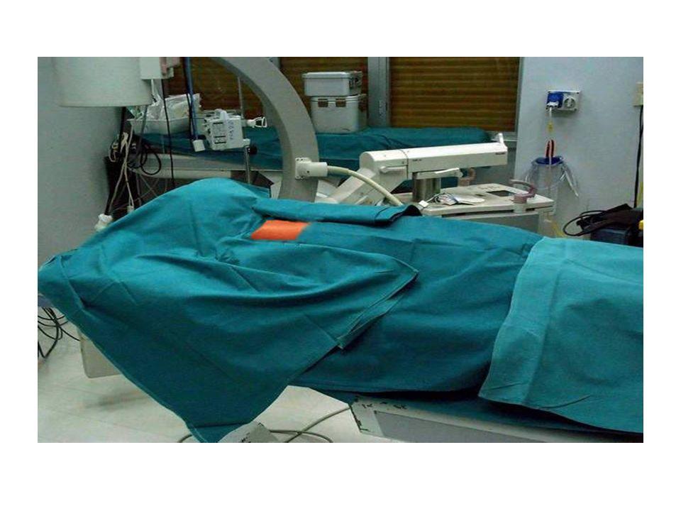 PREPARAZIONE DEL CAMPO OPERATORIO Disinfezione del torace,dellascella e del braccio interessato Disinfezione del torace,dellascella e del braccio inte