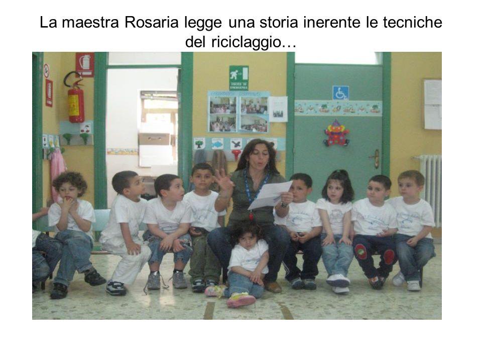 La maestra Rosaria legge una storia inerente le tecniche del riciclaggio…