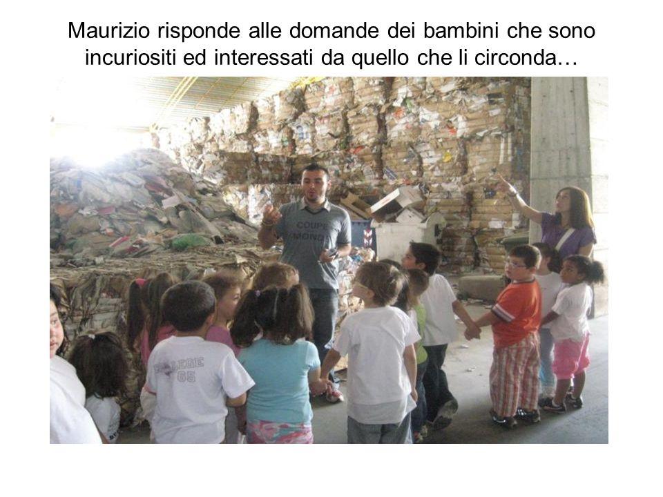 Maurizio risponde alle domande dei bambini che sono incuriositi ed interessati da quello che li circonda…