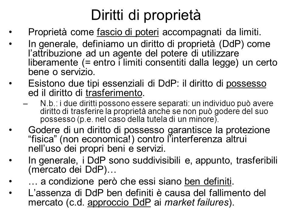Il teorema di Coase n Teorema: se tutte le parti del mercato possono scambiare senza costi i DdP (opportunamente definiti) sulle risorse, allora il libero mercato risolve da solo il problema delle esternalità generando lallocazione efficiente delle risorse.