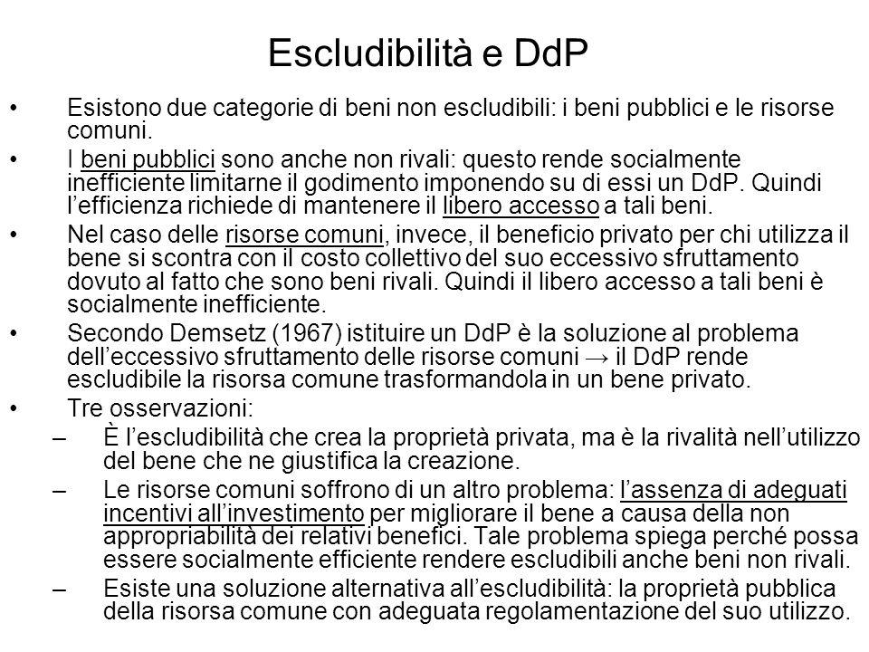 Escludibilità e DdP Esistono due categorie di beni non escludibili: i beni pubblici e le risorse comuni. I beni pubblici sono anche non rivali: questo