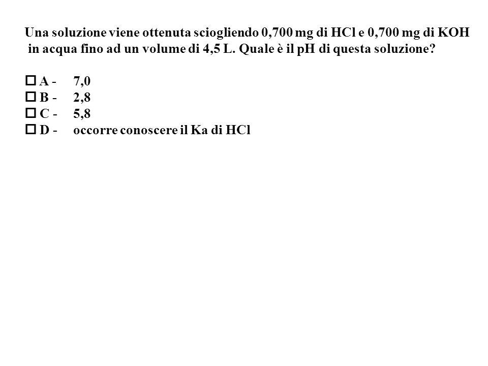 Una soluzione viene ottenuta sciogliendo 0,700 mg di HCl e 0,700 mg di KOH in acqua fino ad un volume di 4,5 L.