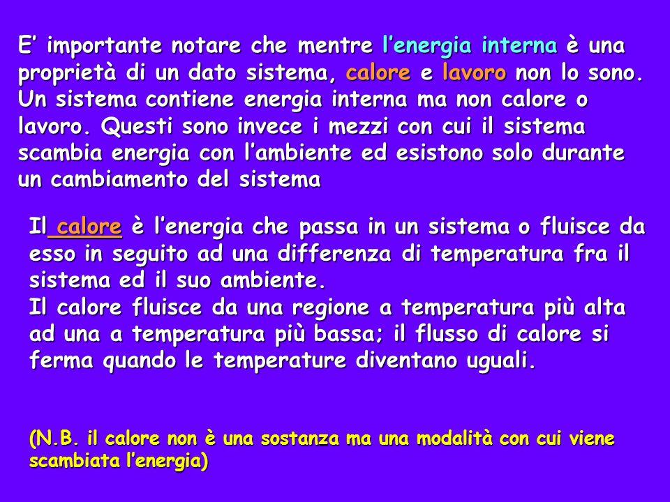 Interpretazione microscopica dello scambio di calore Il flusso di energia legato al calore può essere spiegato con la teoria cinetica Il calore fluisce da 1 2 12 v v Il calore è indicato con q q>0 calore assorbito dal sistema q<0 calore ceduto dal sistema