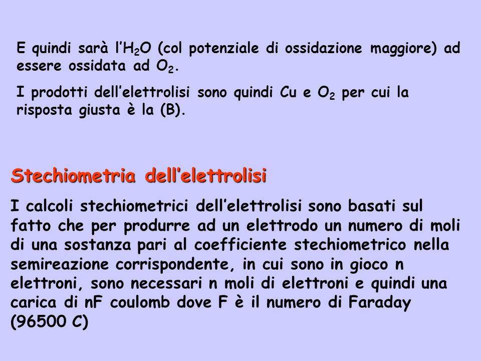 Stechiometria dellelettrolisi I calcoli stechiometrici dellelettrolisi sono basati sul fatto che per produrre ad un elettrodo un numero di moli di una