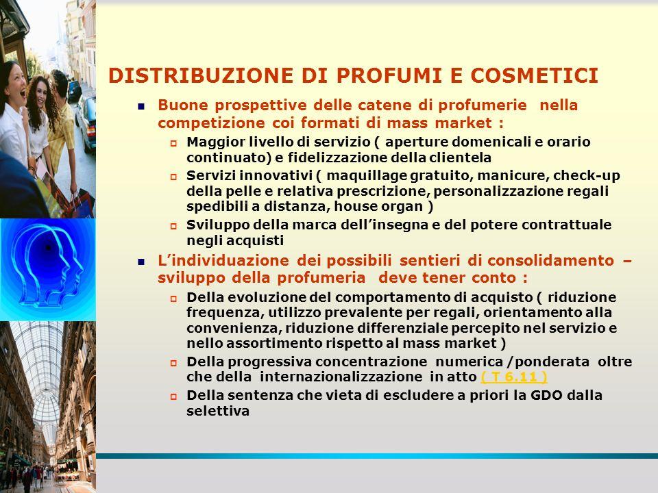 DISTRIBUZIONE DI PROFUMI E COSMETICI Buone prospettive delle catene di profumerie nella competizione coi formati di mass market : Maggior livello di s