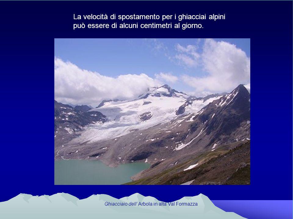 La velocità di spostamento per i ghiacciai alpini può essere di alcuni centimetri al giorno. Ghiacciaio dell Arbola in alta Val Formazza