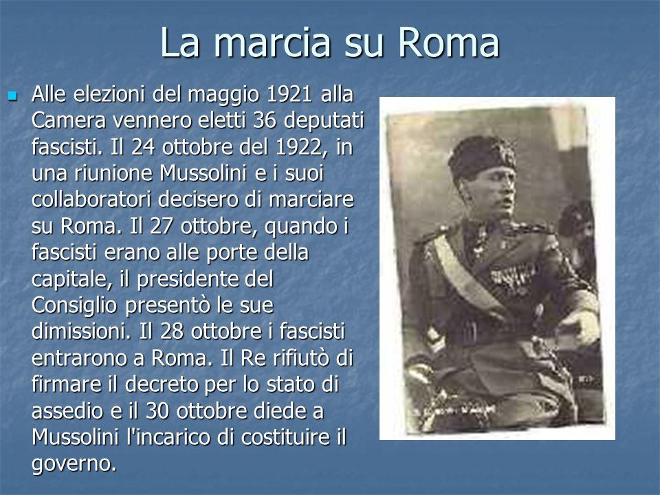 La marcia su Roma Alle elezioni del maggio 1921 alla Camera vennero eletti 36 deputati fascisti. Il 24 ottobre del 1922, in una riunione Mussolini e i