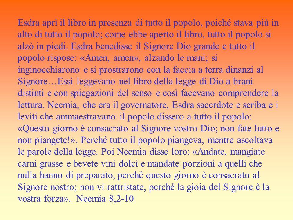 Esdra aprì il libro in presenza di tutto il popolo, poiché stava più in alto di tutto il popolo; come ebbe aperto il libro, tutto il popolo si alzò in