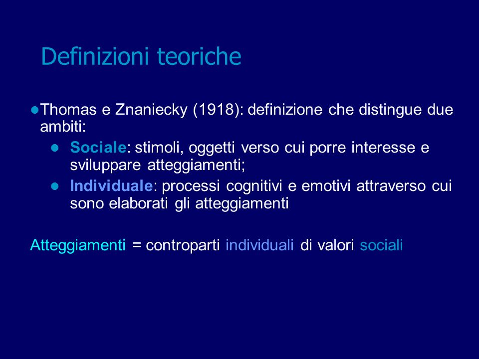 Thomas e Znaniecky (1918) Aspetti positivi Definizione innovativa per lepoca Critiche: Definizione aspecifica e forte (stato motivazionale causa comportamento) Atteggiamenti considerati prevalentemente come processi individuali Definizioni teoriche