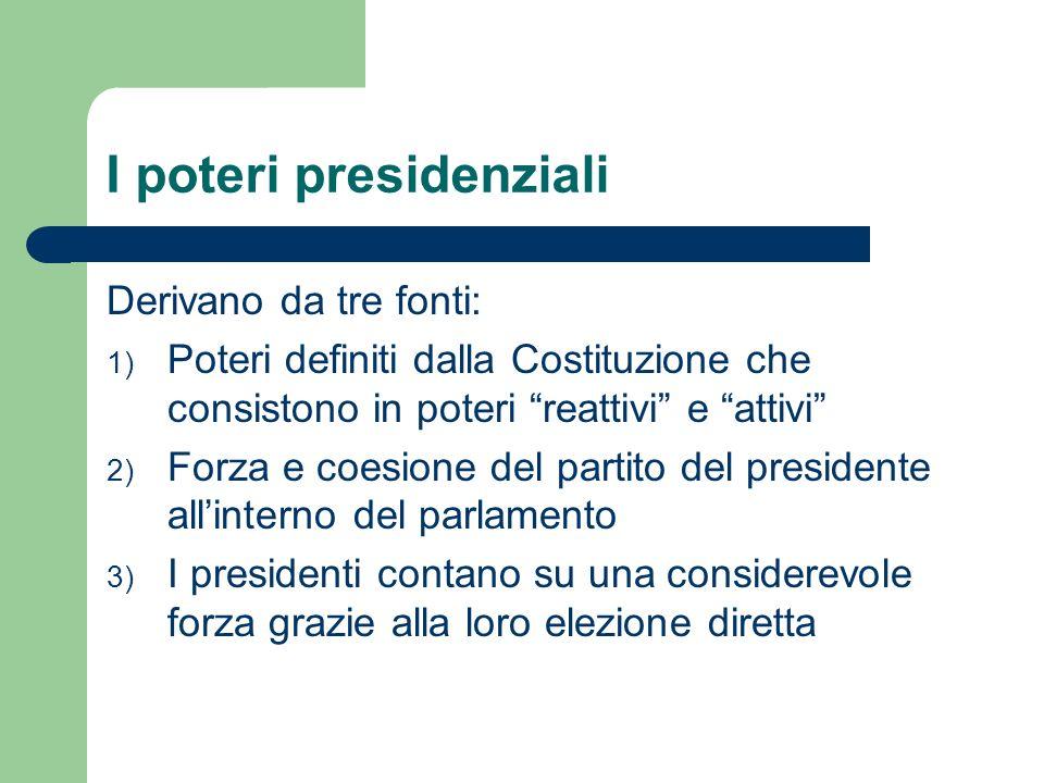 I poteri presidenziali Derivano da tre fonti: 1) Poteri definiti dalla Costituzione che consistono in poteri reattivi e attivi 2) Forza e coesione del