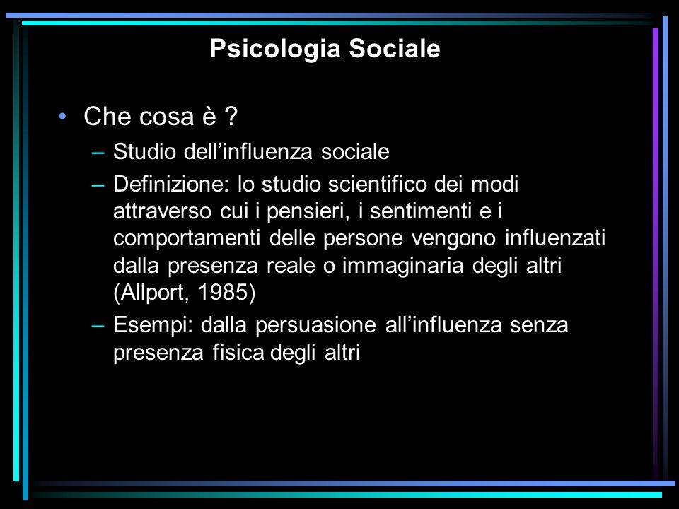 Psicologia Sociale Che cosa è ? –Studio dellinfluenza sociale –Definizione: lo studio scientifico dei modi attraverso cui i pensieri, i sentimenti e i