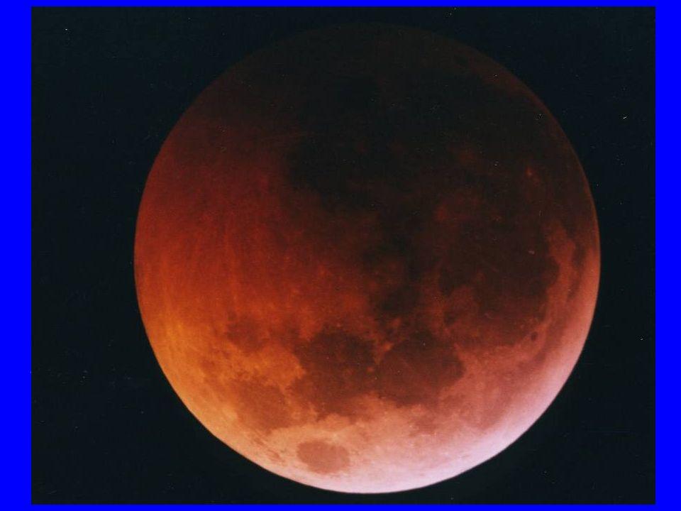 Luna rossa In eclissi la Luna diventa rossa perché parte dei raggi solari vengono deviati allinterno del cono dombra dallatmosfera terrestre che funge